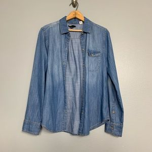 BDG | Chambray boyfriend fit button front shirt M